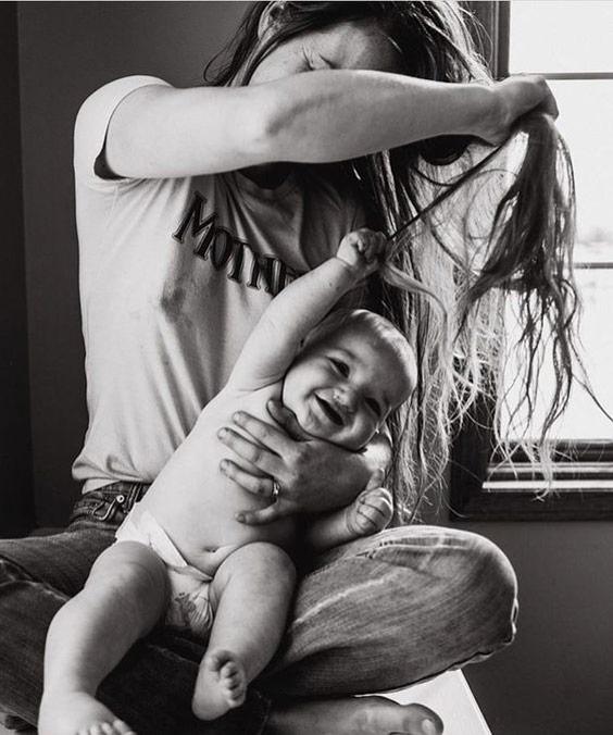 ایده عکاسی از نوزاد در منزل حالت بازی - چند ماهمه
