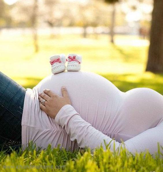 ژست عکس حاملگی مادر به صورت تک نفره - چندماهمه