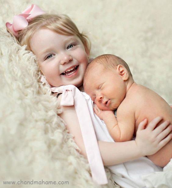 ایده عکس نوزاد در منزل با خواهر و برادر مدل خوابیده - چندماهمه