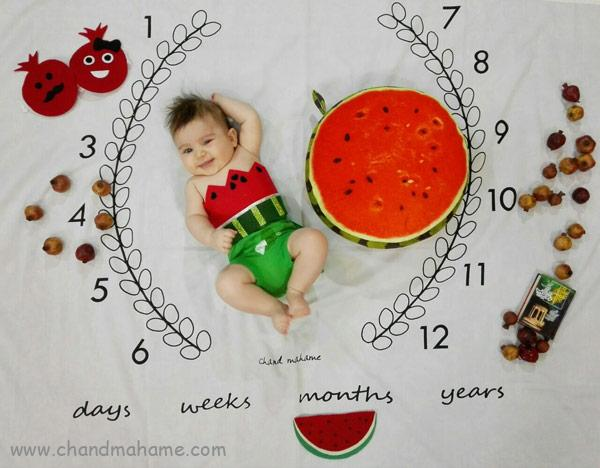 ایده عکس ماهگرد نوزاد در خانه با تم یلدا