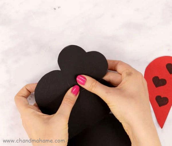 عکس درست کردن کفشدوزک تزیینی ولنتاین - چندماهمه