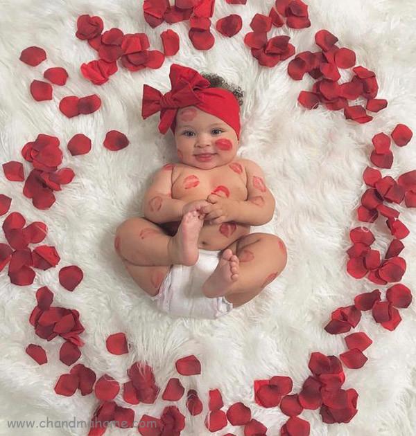 ایده تزیین عکس ولنتاین نوزاد با برگ گل - چندماهمه