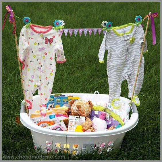 عکس تزیین لباس نوزاد برای جشن سیسمونی - چندماهمه
