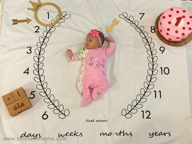 ایده عکس ماهگرد نوزاد یک ماهه در خانه - چندماهمه