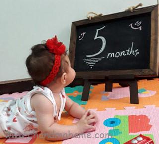ایده عکس نوزاد پنج ماهه در خانه - چندماهمه