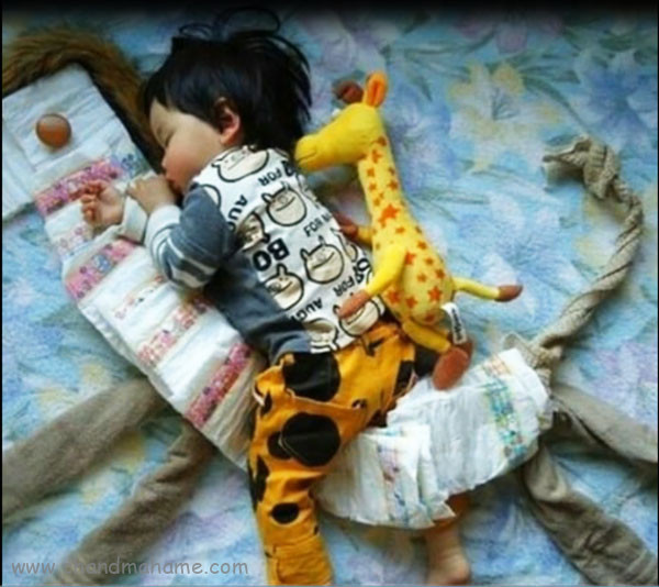 عکس بچه با پوشک