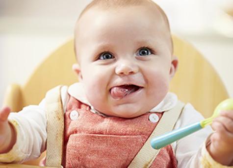 تصویر رشد نوزاد در 4 ماه و 1 هفتگی : آیا زمان غذای جامد فرا رسیده است؟
