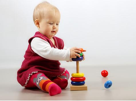 تصویر رشد نوزاد در 11 ماه و 3 هفتگی : اسم اشیا را بگویید